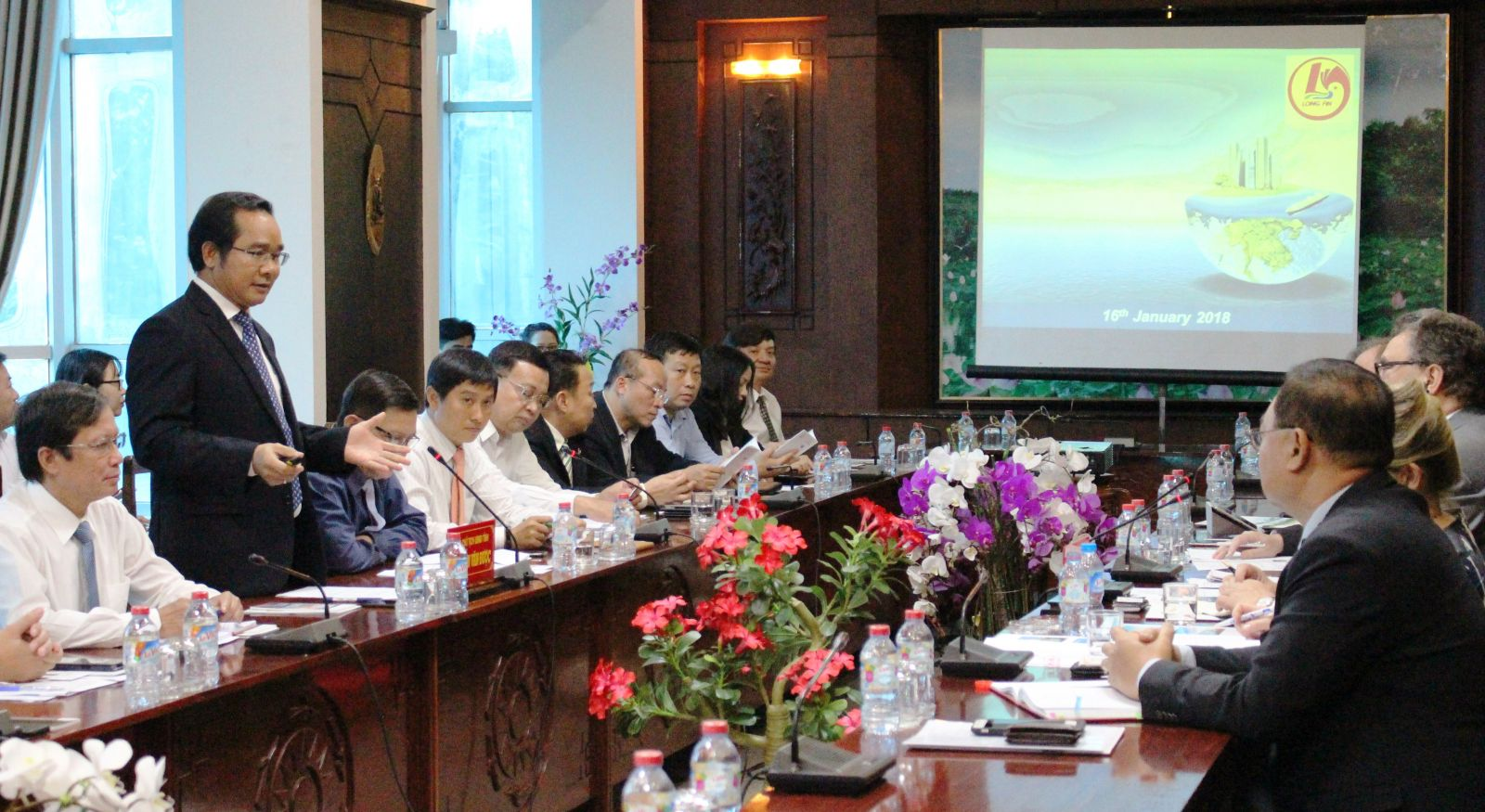 Deputy Chairman of People's Committee Nguyen Van Duoc introduced the province's potentials, advantages, development orientation and preferential policies to attract investment