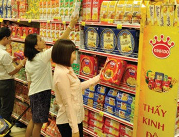 Confectionery market bustles before Tet