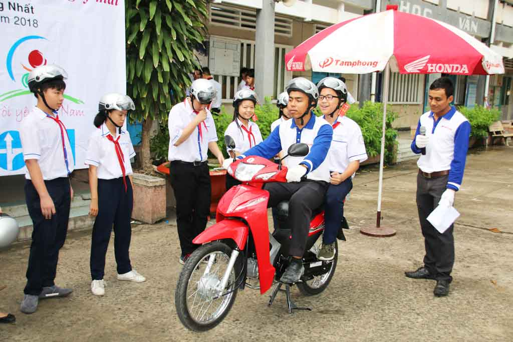The teaching program included some regulations of road traffic