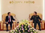 Defence Minister welcomes Cambodia's interior ministry official