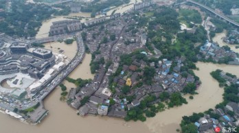 Nearly 100,000 residents evacuated before flood peak passes Chongqing