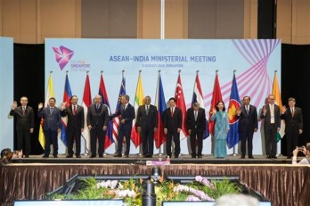 Vietnam co-chairs ASEAN-India foreign ministers' meeting in Singapore