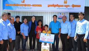 Long An youths help disadvantaged people in Cambodia