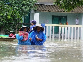 Prolonged rains continue to hit central VN