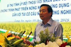 Long An party chief talks to residents about hi-tech agriculture