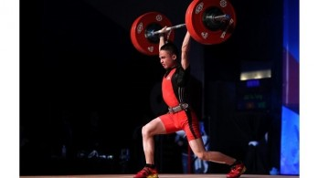 15-year-old Vietnamese lifter brings home three golds, sets three youth world records