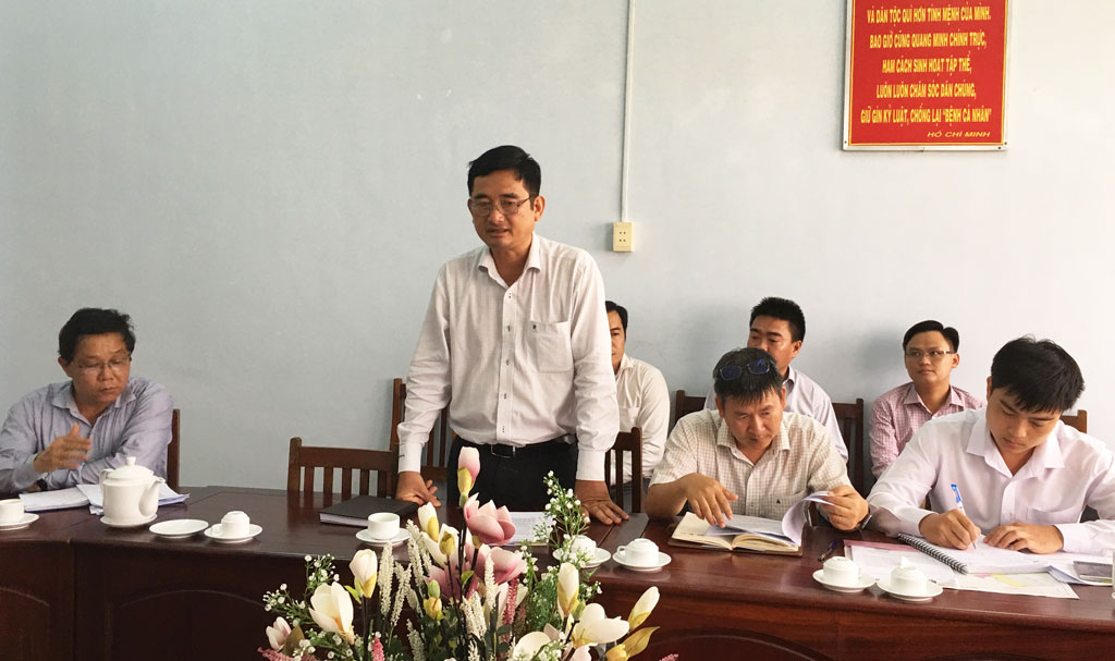 Vice Chairman of the Provincial People's Committee - Pham Van Canh proposed Duc Hoa district to handle waste soon