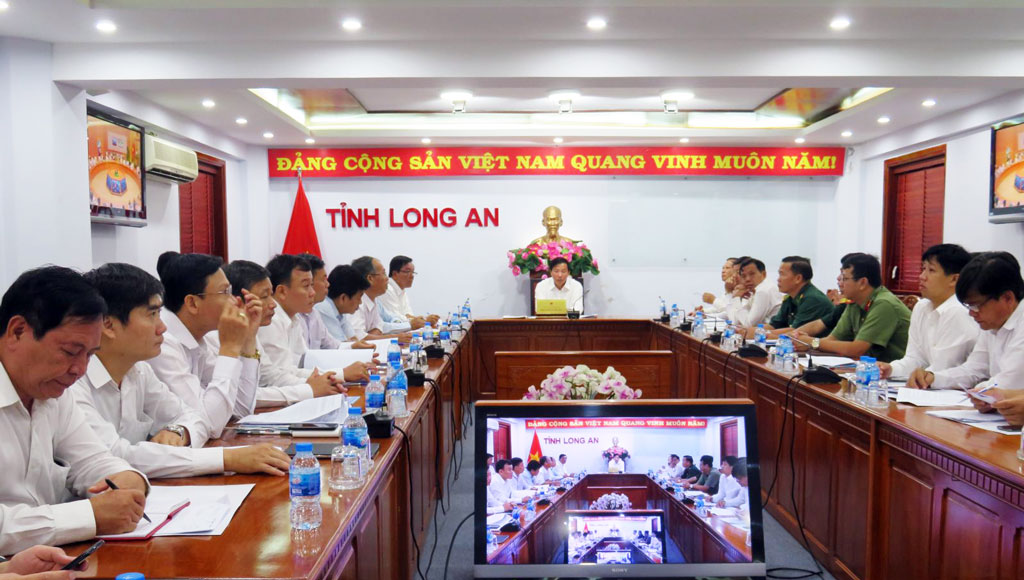 Vice Chairman of the provincial People's Committee - Nguyen Van Ut chaired the online end-point bridge in Long An province