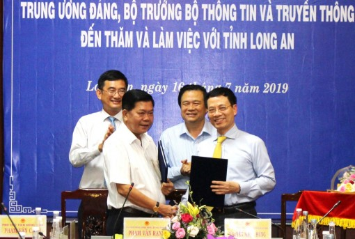 Long An signs memorandum of cooperation for information and communication development