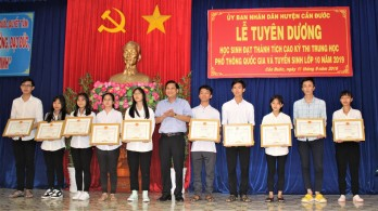 Can Duoc: 101 excellent students honored