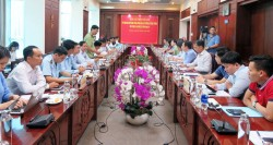 Minister of Industry and Trade - Tran Tuan Anh worked in Long An on prevention of smuggling, trade frauds and counterfeit goods