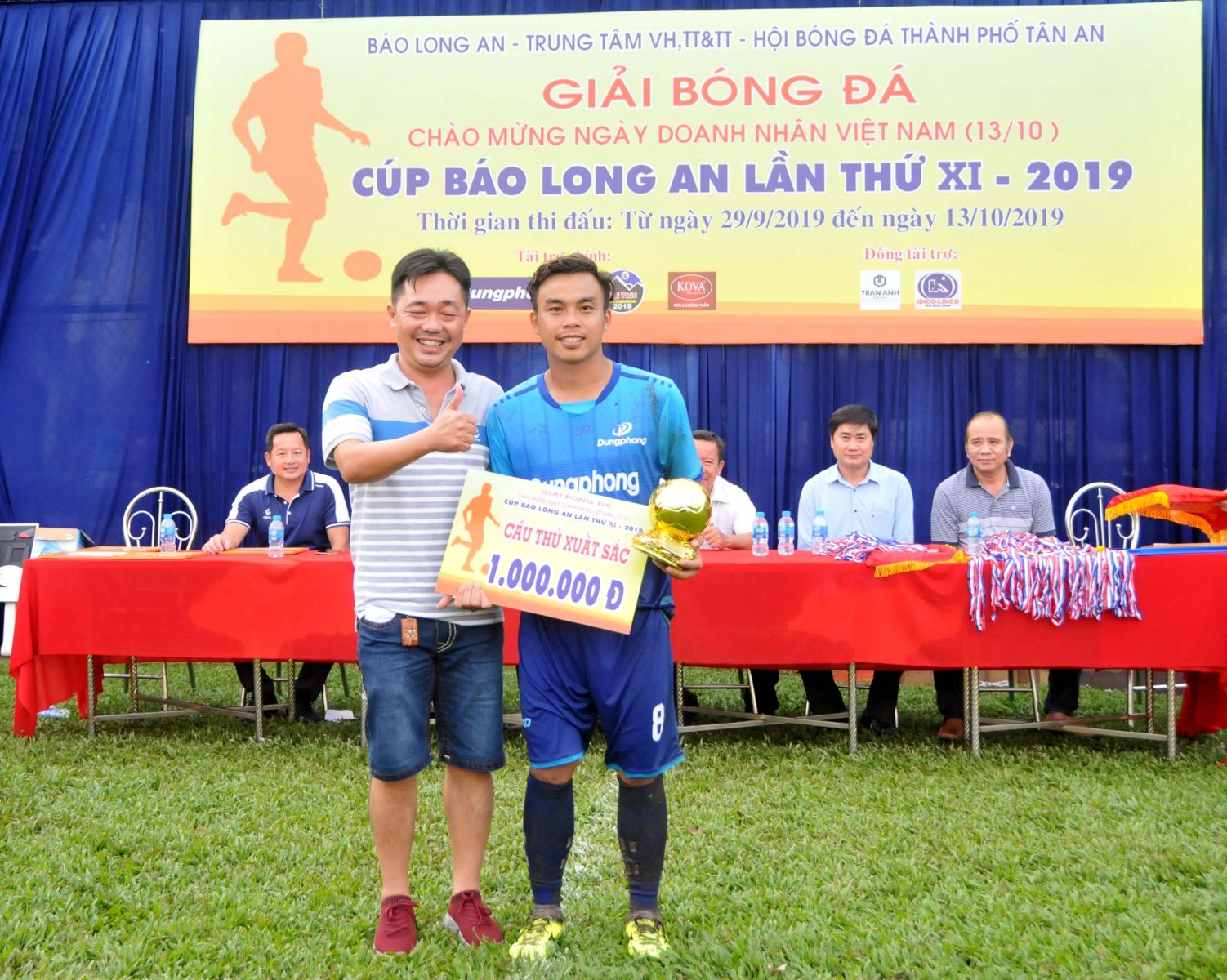 Dung Phong's Nguyen Viet Thang is voted the best player in the tournament