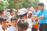 Long An Youth does voluntary work and exchanges in Svay Rieng province