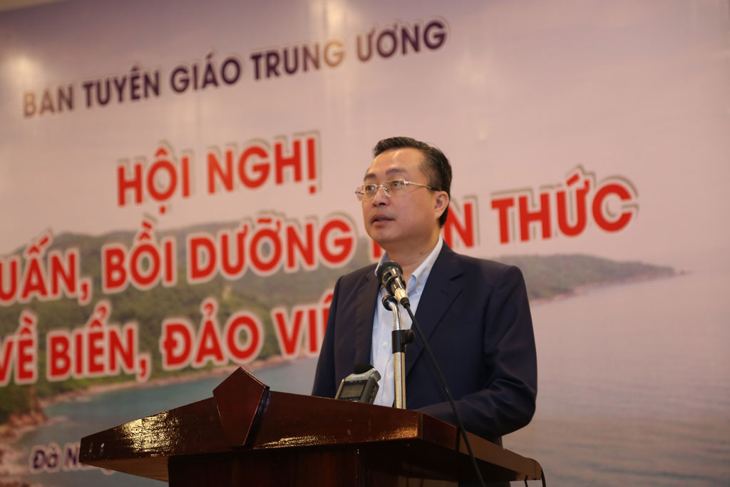 Deputy Head of Central Propaganda Committee - Bui Truong Giang attends and speaks to the conference