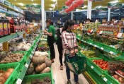 """Convenience store """"overwhelms"""" the traditional market"""