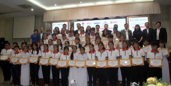 Long An: 50 students receives 'SCG Sharing the Dream' scholarship