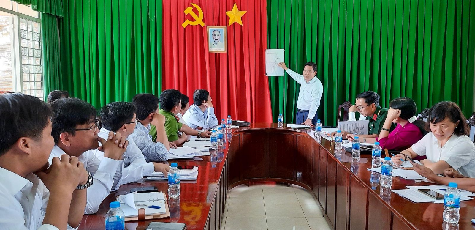 Vice Chairman of the Provincial People's Committee - Pham Tan Hoa proposed related units to fully prepare conditions for setting up a field hospital.