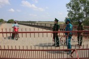 Long An: People suspended entry and exit crossing the border