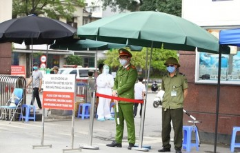 Hanoi, HCM City issue rules for citizens to fight COVID-19