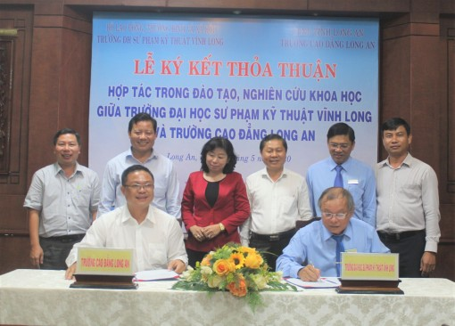 Long An Vocational College and Vinh Long Technology Education University signs cooperation agreement in training and scientific research