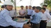 Long An leaders surveys progress of Huu Thanh Industrial Park infrastructure construction