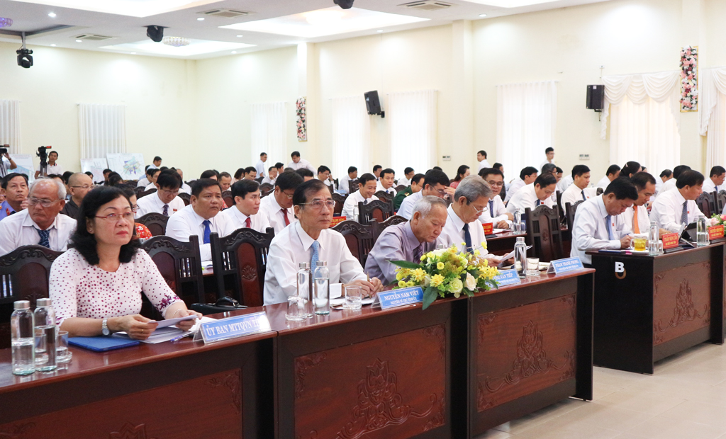 Delegates attend the 21st Session of Long An People's Council