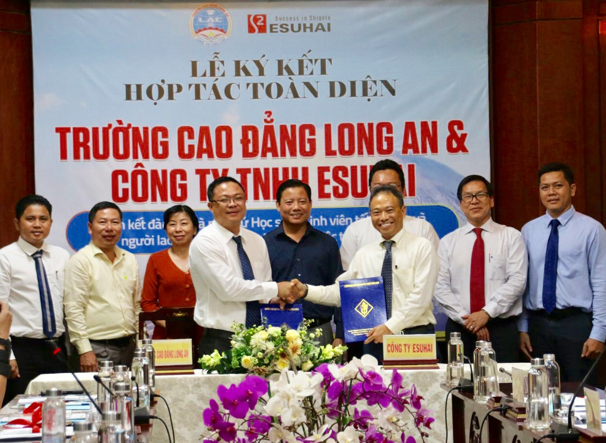Signing comprehensive cooperation